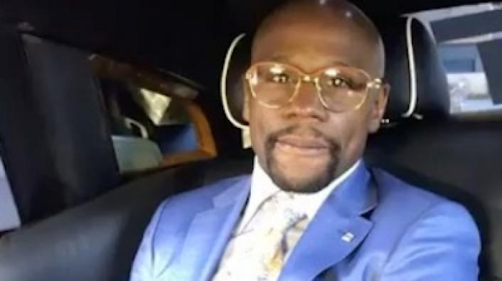 Mayweatherchallenge Champ Flexes In Rolls Royce Limo