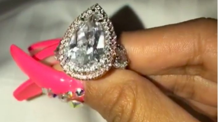 Cardi B Shows Off 8 Carat Diamond Engagement Ring From Offset
