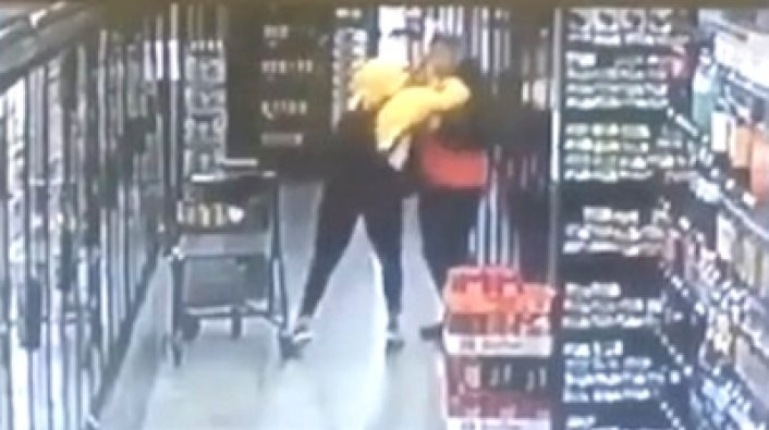 Uncomfortable Questions >> Instagram Model Zahra Elise Fights Back After Guy Grabs Butt in Grocery Store