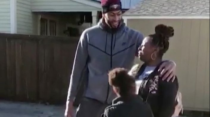 Anthony Davis Surprises a Family with Gifts and a New Car