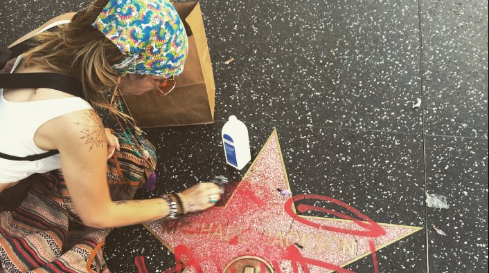 Paris Jackson Cleans Walk of Fame Star After Vandalism, Same Name as Father