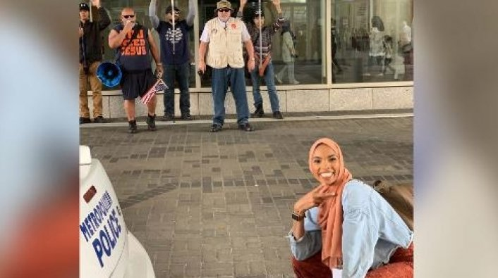 This Muslim woman's response to Islamophobic protesters is absolutely flawless