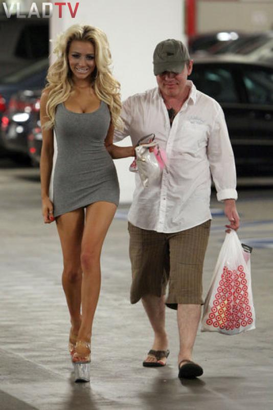 Image: 18 Year Old Courtney Stodden shopping at Target in Hollywood Image #2
