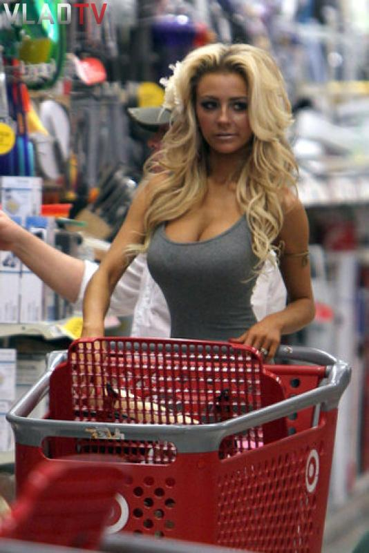 Image: 18 Year Old Courtney Stodden shopping at Target in Hollywood Image #3