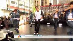 "Justin Bieber & Big Sean Perform On ""Today Show"""