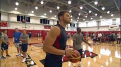 Blake Girffin Peforms Ridiculous Dunk at USA Basketball Practice