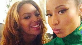 Beyonce & Nicki Minaj Perform 'Flawless' Remix in Paris