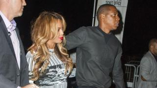 On The Run! Jay Z Rocks Limited Nike Collab in Paris With Bey