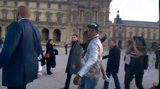 Jay Z Has Priceless Response to Paparazzo Troll in Paris