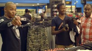 "T.I. ""Hustles"" His Fans at Footaction in Hilarious Prank"