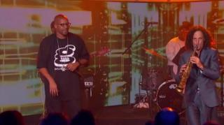 "Warren G Teams Up With Sax Legend Kenny G to Perform ""Regulate"""