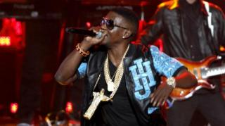 Lil Boosie Fan Smacked for Attempting to Jump On Stage