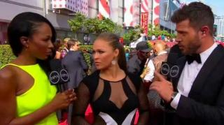 Image: Ronda Rousey Sends Big Shot at Mayweather After ESPY Win