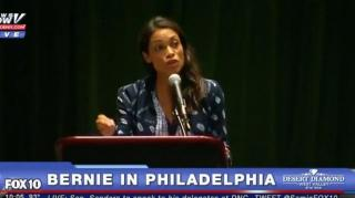 Image: Rosario Dawson Says Hillary Clinton is Not a Leader at the DNC